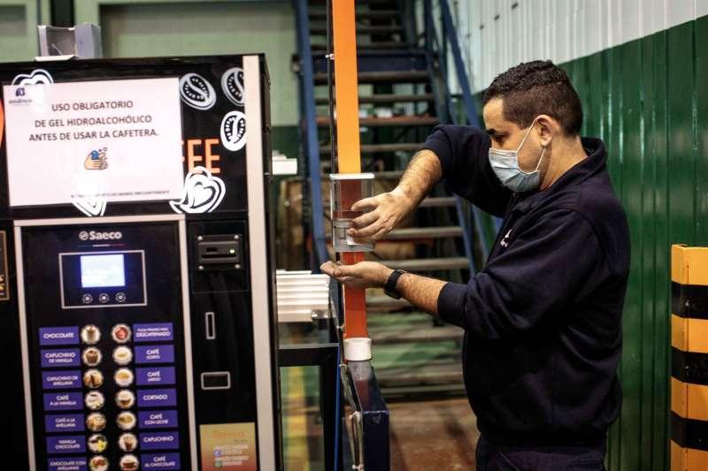 Trabajadores de una empresa valenciana. EFE/Archivo