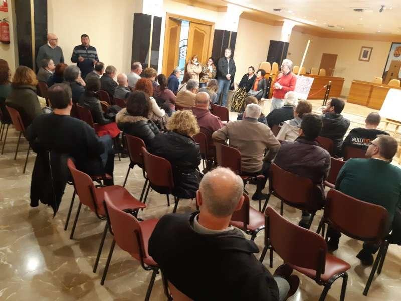 Reunión de los vecinos en el ayuntamiento. EPDA