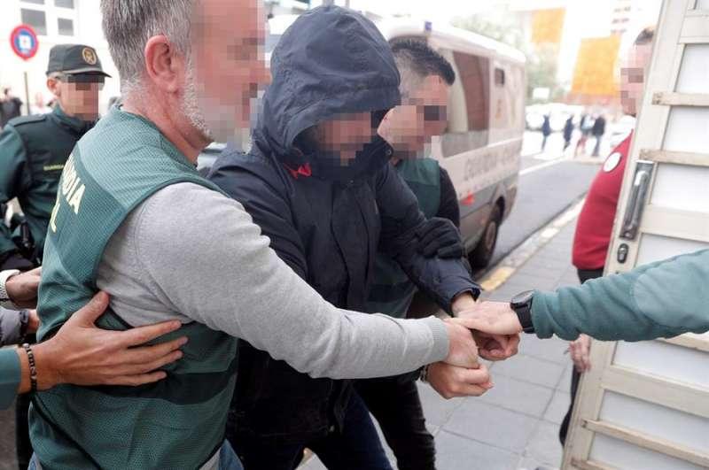 El sospechoso de la muerte de Marta Calvo, Jorge Ignacio P.J., de 38 años, a su llegada al Juzgado 6 de Alzira (Valencia. EFE