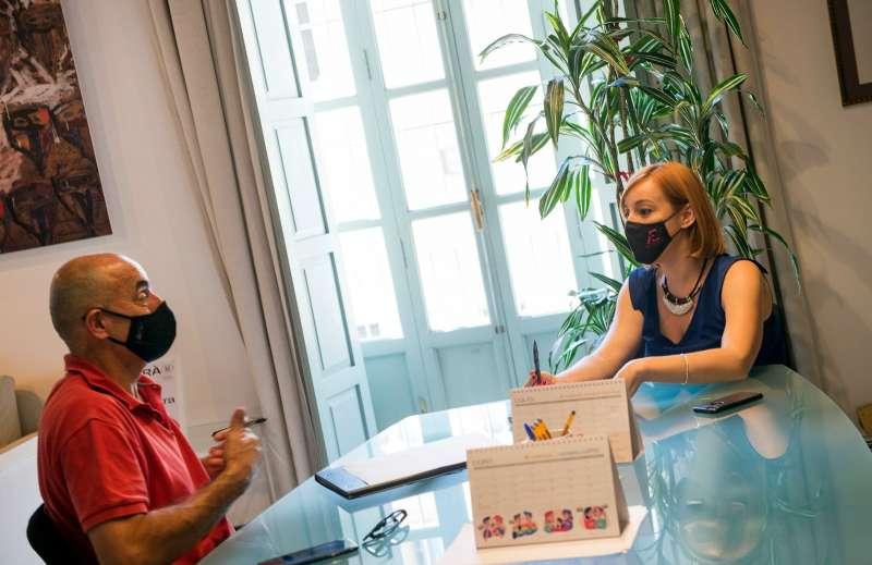 La diputada Dolors Gimeno se reúne con el coordinador de pilota valenciana, Sebastià Giner. EPDA