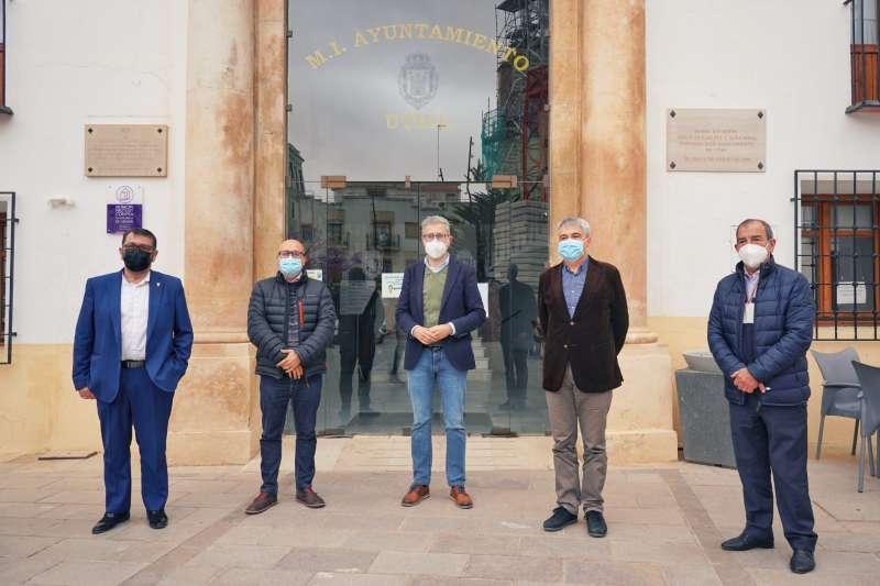 El Conseller de Política Territorial, Arcadi España, anuncia nuevo servicio de autobús en Utiel y comarca