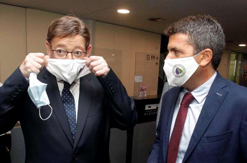 El president de la Generalitat Valenciana, Ximo Puig, junto al presidente de la Diputación Provincial de Alicante, Carlos Mazón (d).