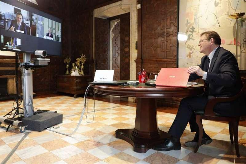 El president de la Generalitat, Ximo Puig, mantiene una reunión por videconferencia con los presidentes de la CEOE.