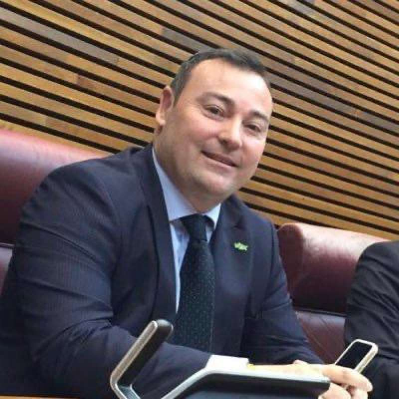 David Muñoz en su escaño de las cortes valencianas