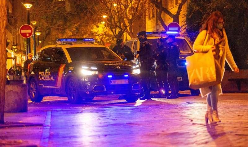 La Policía interviene en una fiesta ilegal.