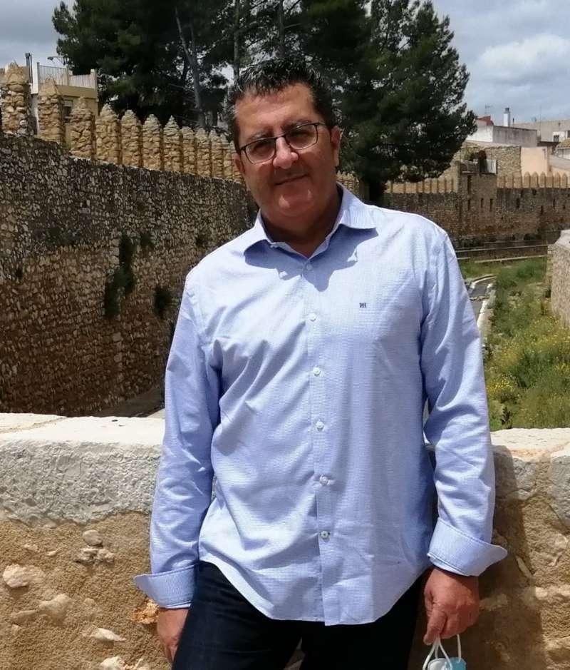 Antonio Andrés Morejón de Girón Bascuñana, Licenciado en Ciencias Políticas y de la Administración.