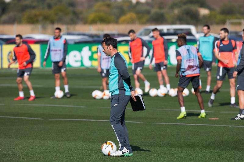 El técnico del Villarreal, Javier Calleja, durante un entrenamiento. EFE/Archivo