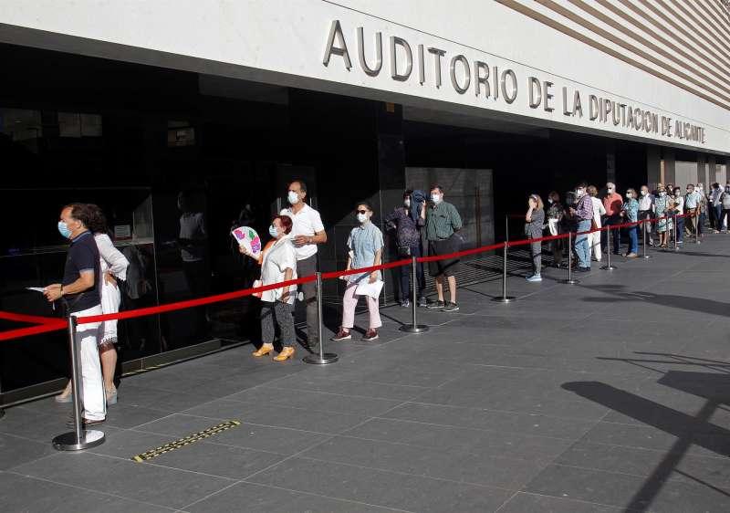 Asistentes a un concierto sinfónico en Alicante.