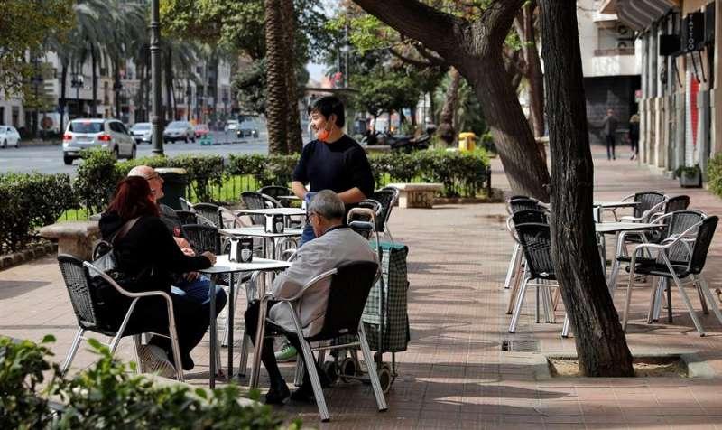 Imagen de archivo de una terraza en la ciudad de València. EFE