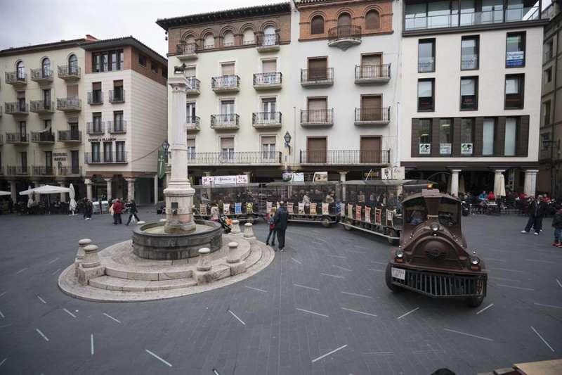Tren turístico en la plaza del Torico de Teruel. Antonio García.