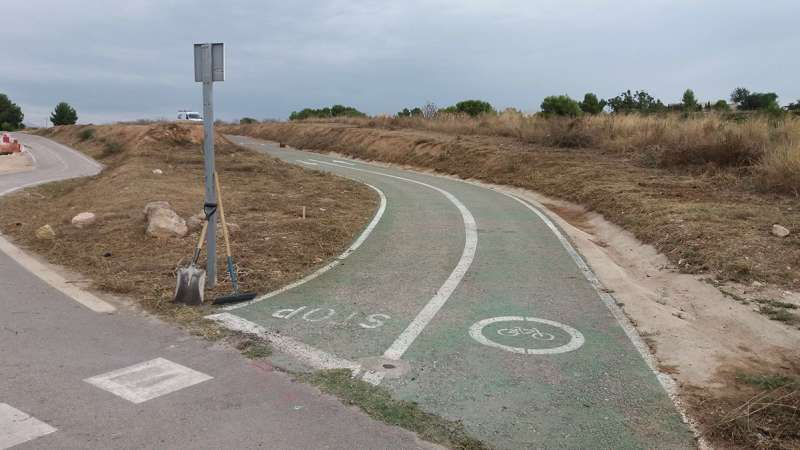 Limpieza del carril bici. / EPDA