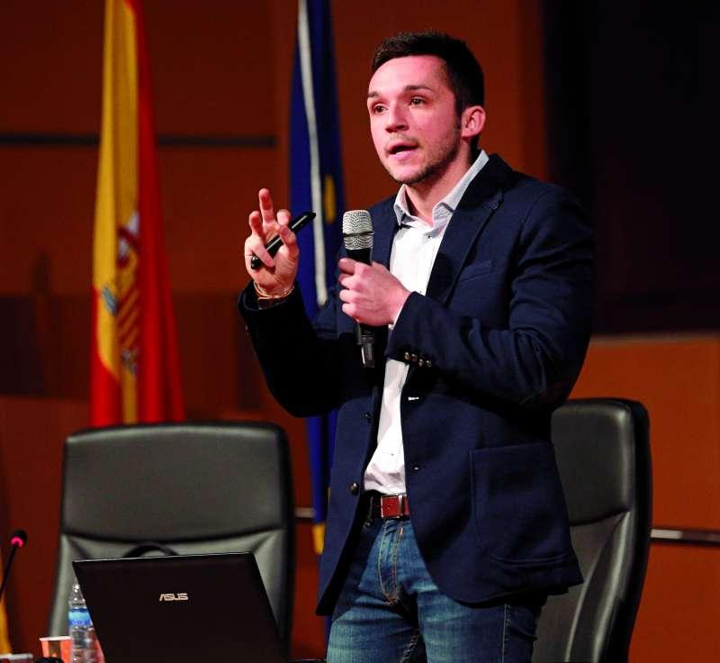 Enric Valls imparte una conferencia en una imagen de archivo. / epda