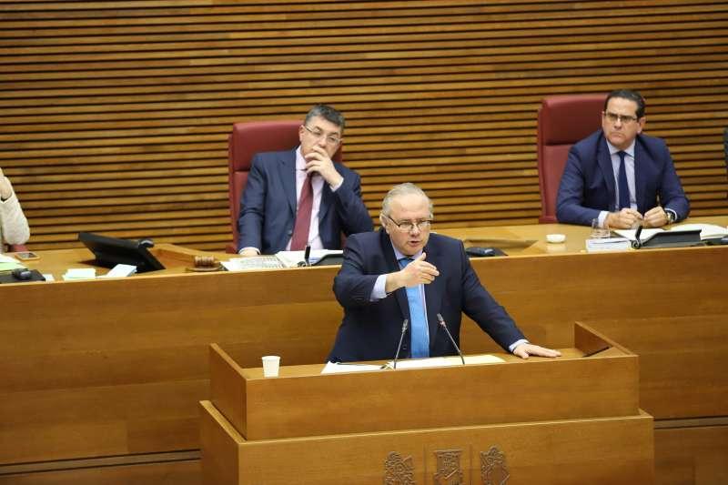 Vicente Fernández, en un pleno de Les Corts. EPDA