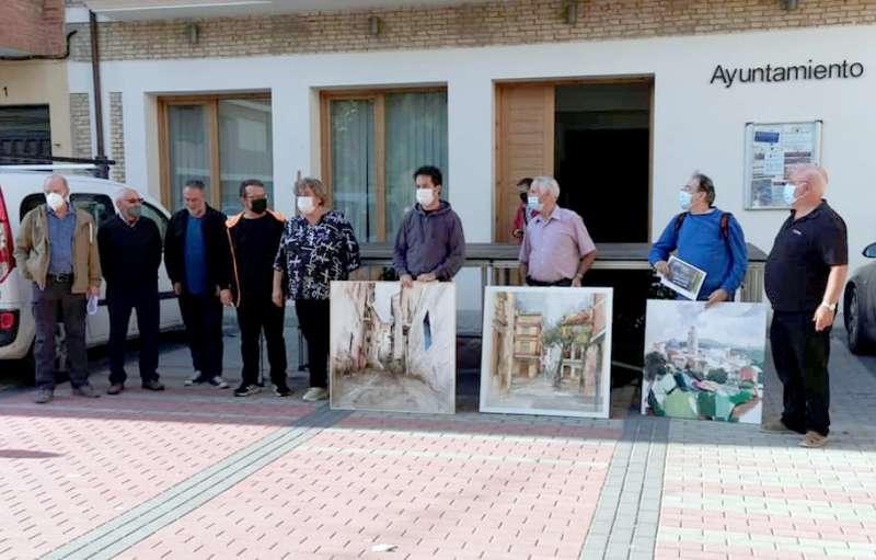 Premiados con sus obras, entre miembros del jurado y representantes del Ayuntamiento