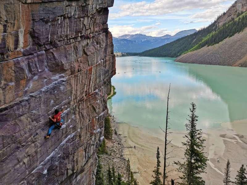 Escalando en el Lago LouIse en Canadá. / EPDA