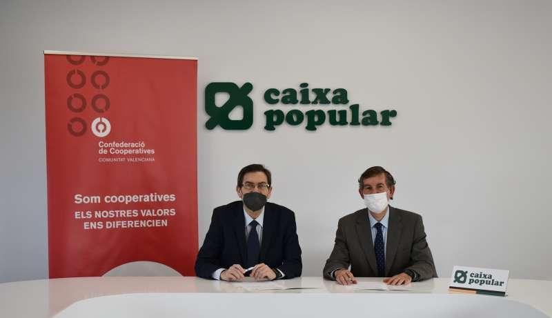 Imagen de la firma del acuerdo entre concoval y Caixa Popular.