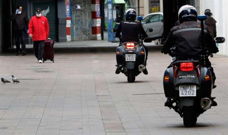 Una patrulla de la Policía Nacional motorizada. EFE