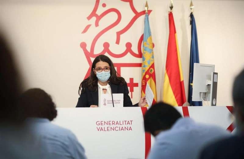 La vicepresidenta y portavoz del Gobierno valenciano, Mónica Oltra, durante la rueda de prensa de este viernes. EFE