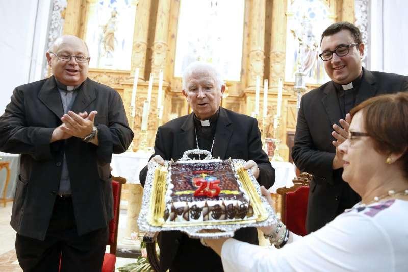 El Cardenal en su visita a Les Valls