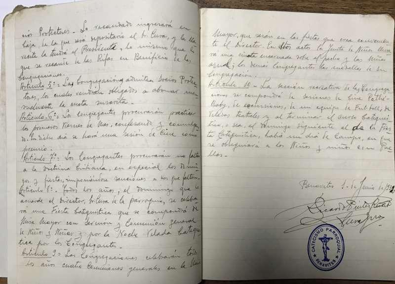 El cuaderno donado a la parroquia de Benavites. EPDA