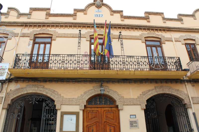 Fachada del ayuntamiento de Almàssera. EPDA