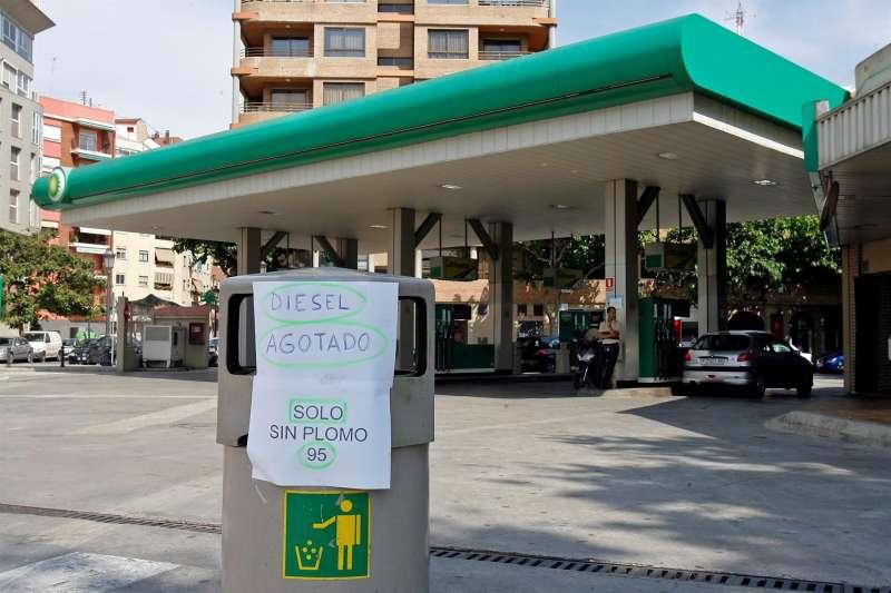 Una gasolinera de la ciudad de València.EFE/Manuel Bruque/Archivo