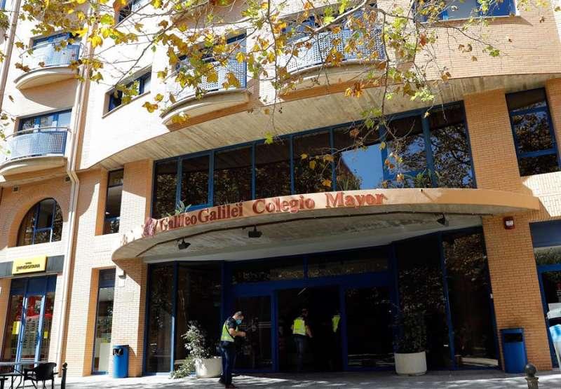 Miembros de la Policía Autonómica en el Colegio Mayor Galileo Galilei de Valencia. EFE/Archivo