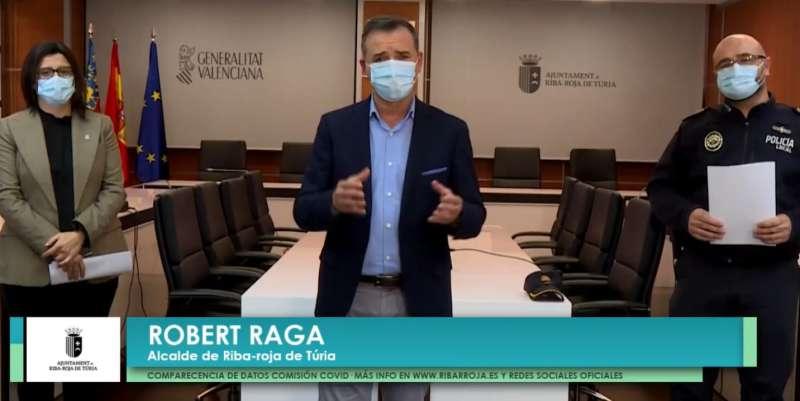 El alcalde de Riba-roja de Túria, Robert Raga, comparece para analizar los datos de los contagios por COVID. / EPDA