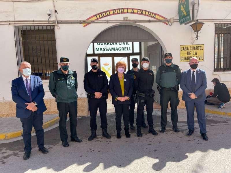 Gloria Calero en su visita al cuartel de la Guardia Civil de Massamagrell