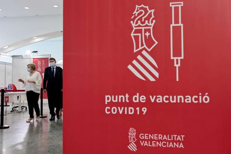 El president de la Generalitat, Ximo Puig, junto a la consellera de Sanidad, Ana Barceló.