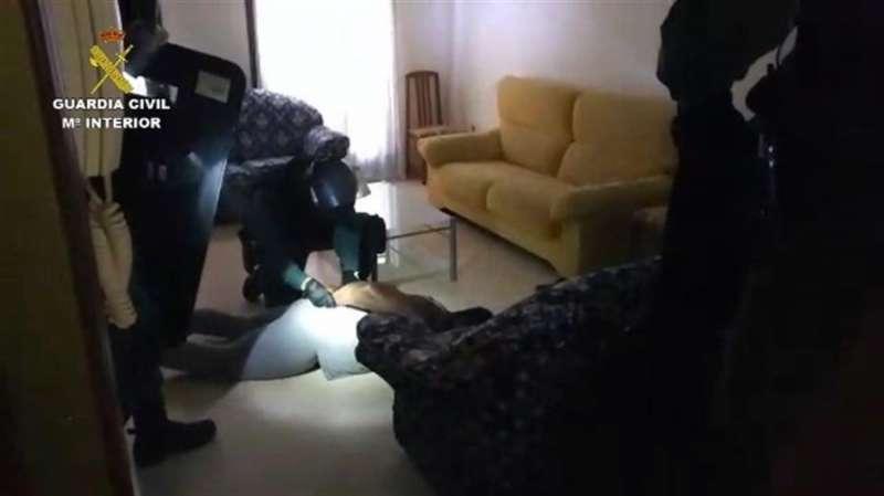 Imagen cedida por la Guardia Civil de la operación Boden contra estafas patrimoniales y sentimentales. EFE