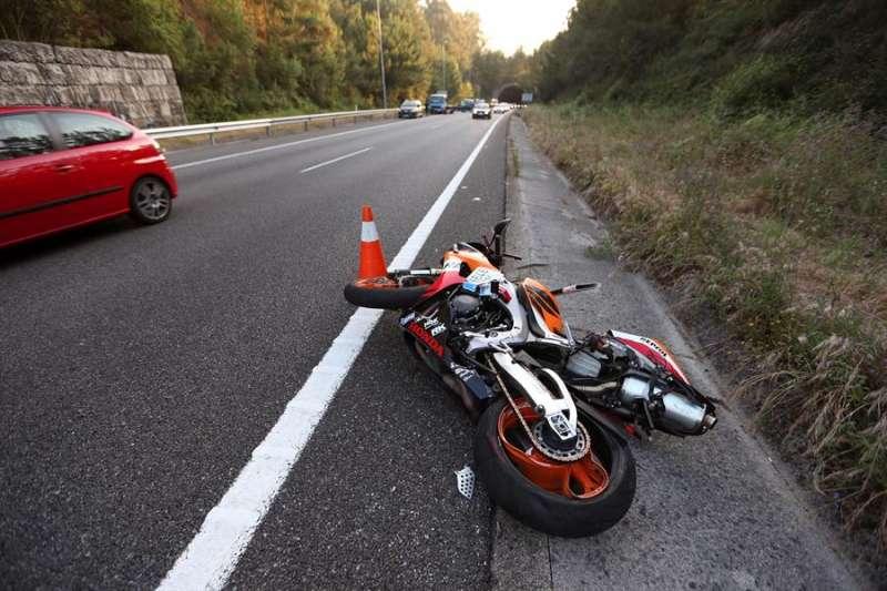 Una motocicleta accidentada. EFE/Archivo