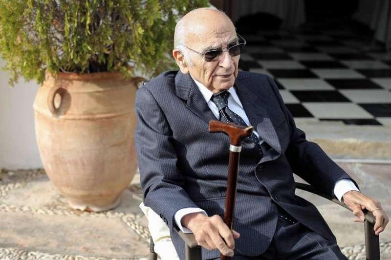 El poeta Francisco Brines, en su casa de Oliva (Valencia) en diciembre de 2019. EFE/Archivo Ana Escobar