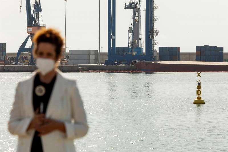 Los equipos de rescate han reanudado la búsqueda del segundo de los desaparecidos tras volcar el buque