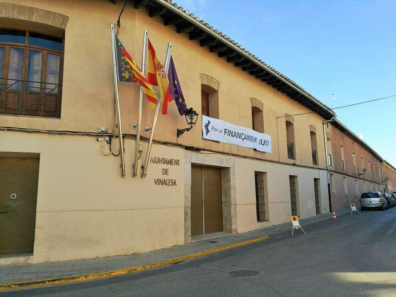 Fachada del Ayuntamiento de Vinalesa. EPDA