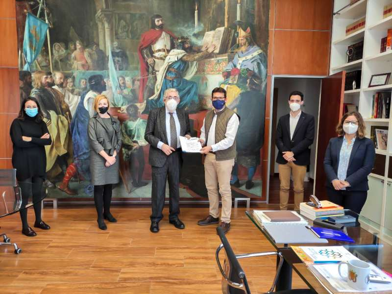 El alcalde con el rector de la universidad. EPDA