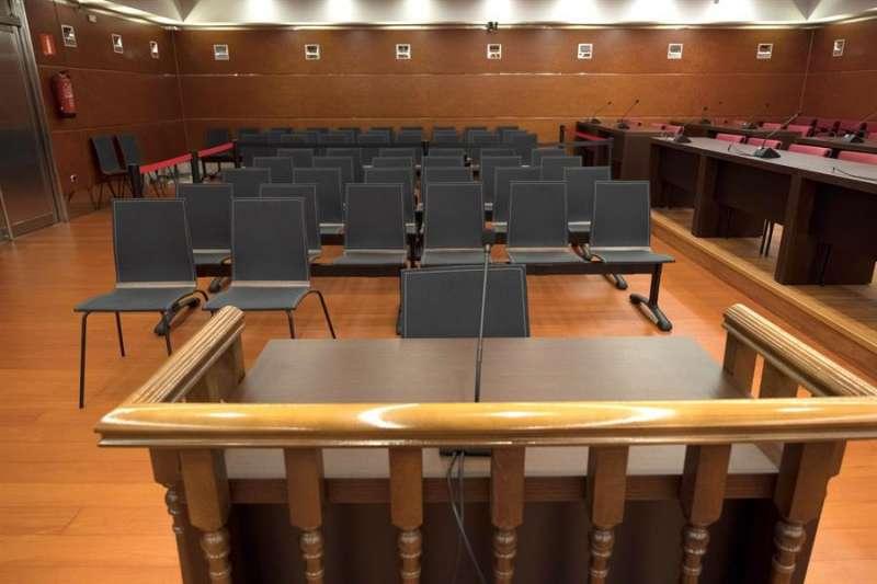 Sala de juicios vacía. EFE/Archivo