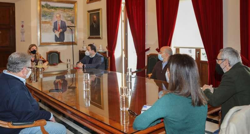 Marco con los directores del conservatorio/EPDA