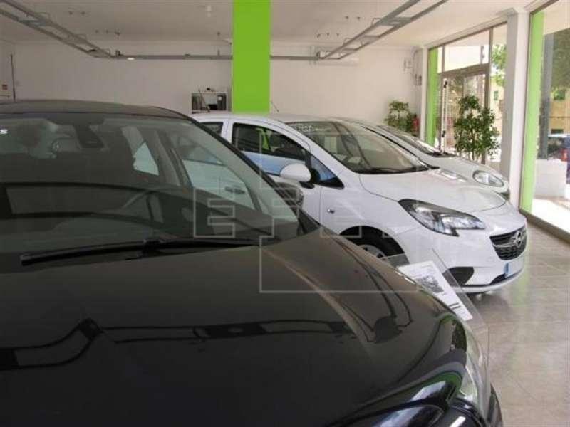 Vista de varios vehículos puestos a la venta en un concesionario.. EFE