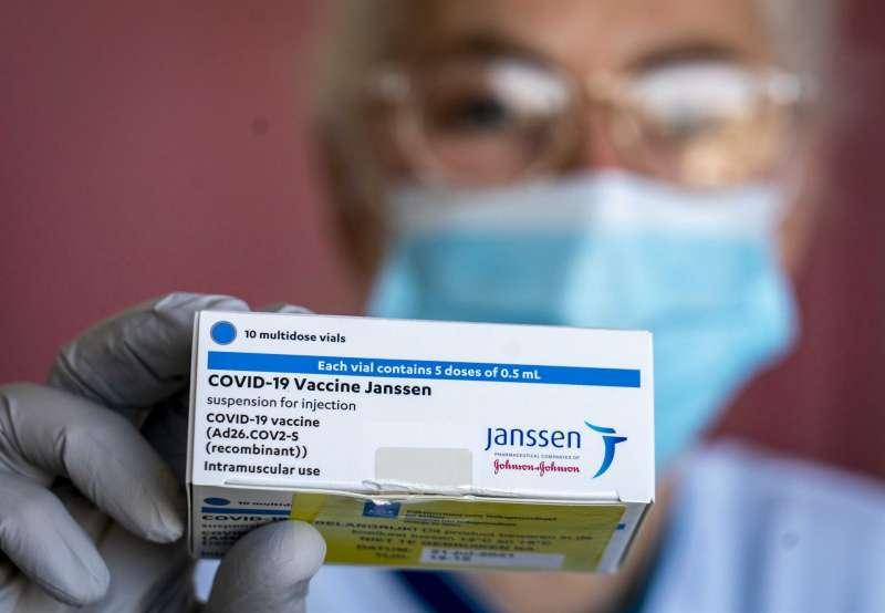 Un solo pinchazo con la vacuna Janssen. EFE
