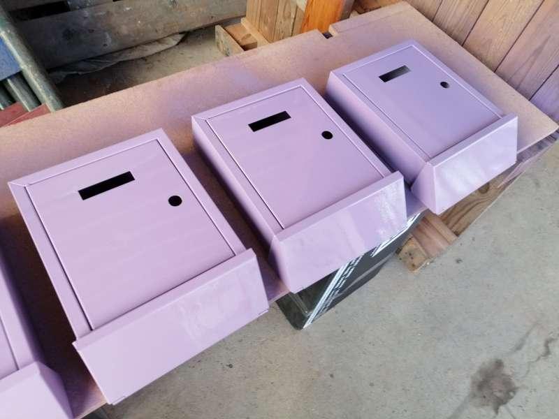 Bústies de color violeta./EPDA