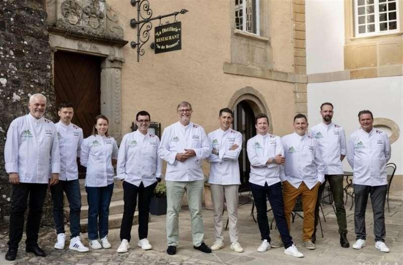 Camarena (4º izq), entre otros chefs, en una imagen compartida en redes con motivo del galardón.