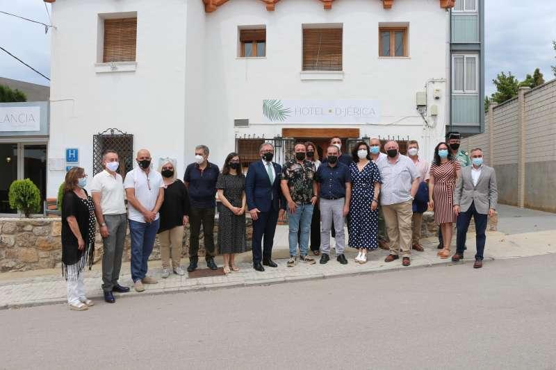 Autoridades en la apertura del Hotel de Jérica