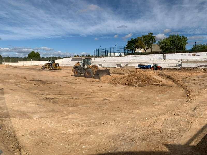 Obras en el campo de fútbol de Venta del Moro