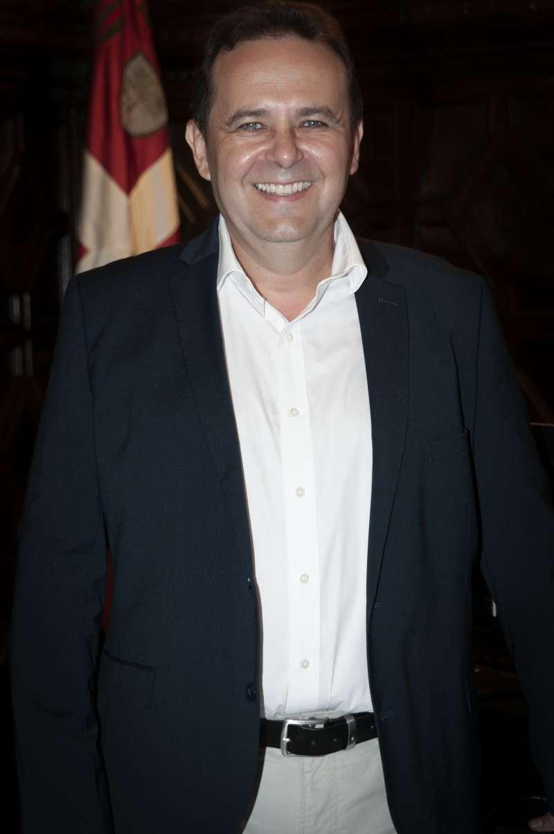 Dimas Vázquez llama a la prudencia en fiestas
