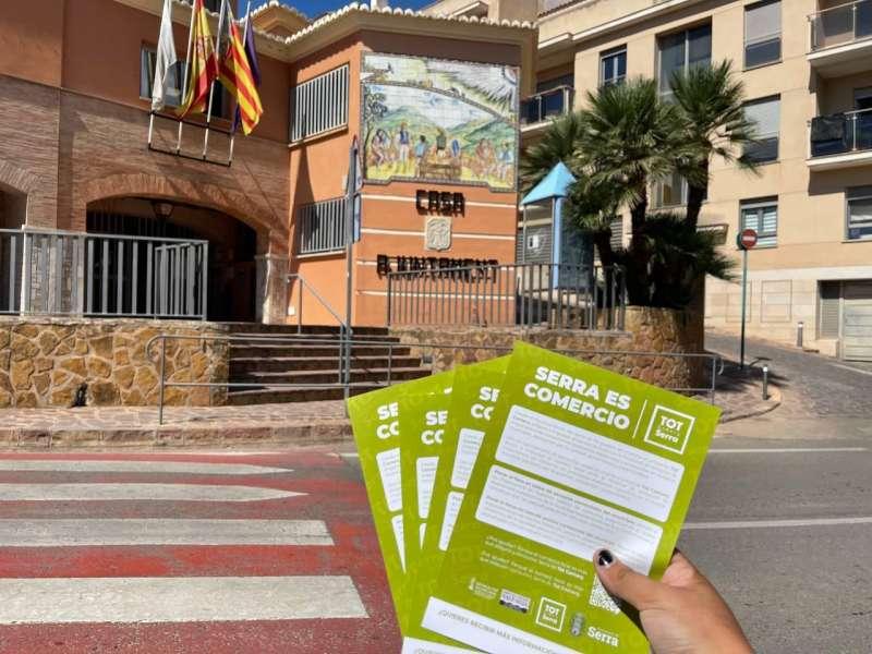 Cartells del comerç local a Serra. EPDA.