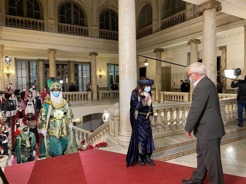 Imagen de la recepción de los Reyes Magos por el alcalde, Joan Ribó, en una imagen publicada por el Ayuntamiento deValència en sus redes sociales.