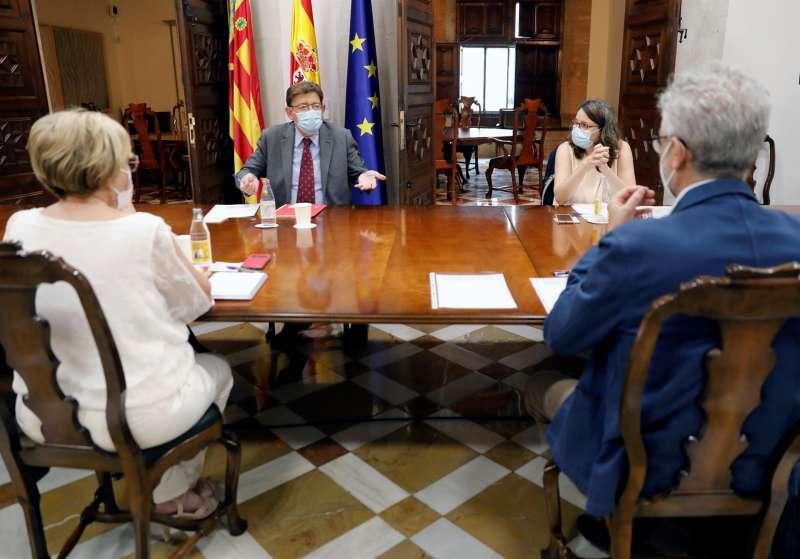 El president de la Generalitat, Ximo Puig, mantiene una reunión de trabajo para la presentación del plan de choque en salud mental dirigido a niños, niñas y jóvenes de la Comunitat Valenciana.EFE/ Juan Carlos Cárdenas