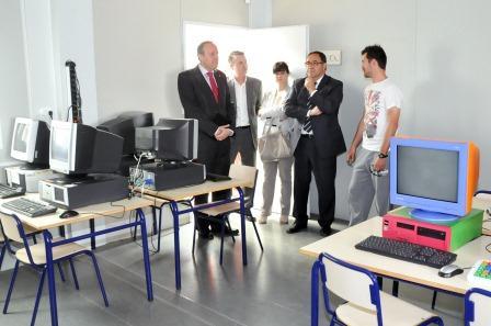 El alcalde recordó a Soler que el Rosa Serrano de Paiporta cumple con los requisitos dados a conocer por el president de la Generalitat para una urgente construcción. FOTO: EPDA.