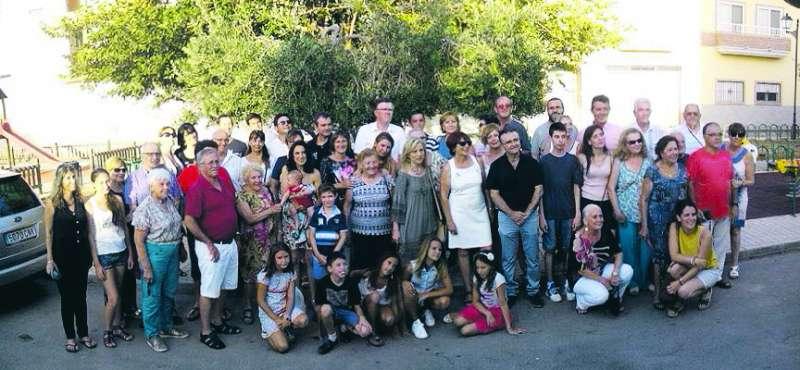 La alcaldesa, concejales y vecinos de Quart de les Valls con los vecinos hermanados de Charleval de Provence. EPDA